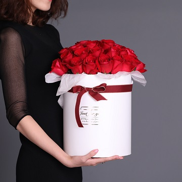 伴着你-33朵红玫瑰抱抱桶