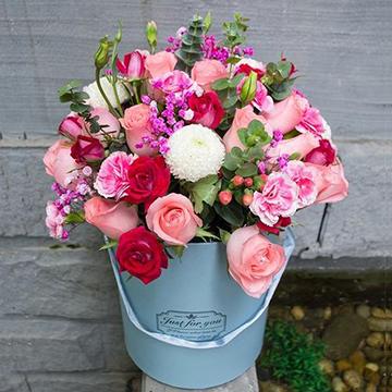 重庆市渝中区鲜花店哪家店可以买99朵康乃馨花束?