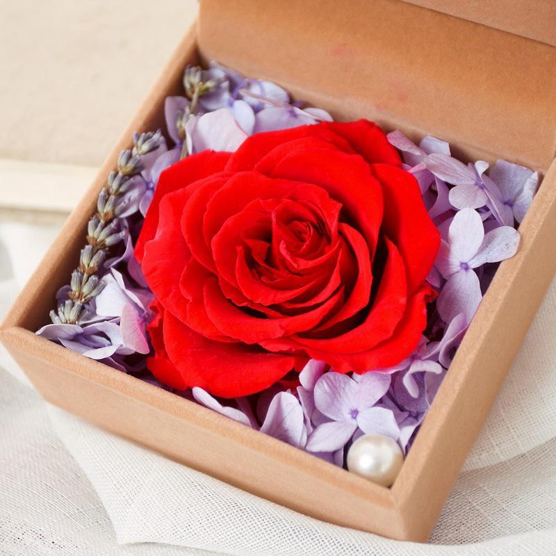 一朵红玫瑰花盒