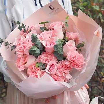 粉色康乃馨搭配粉玫瑰