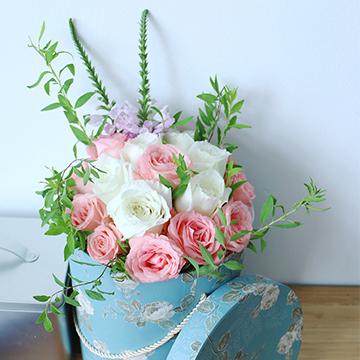 混色玫瑰抱抱桶花