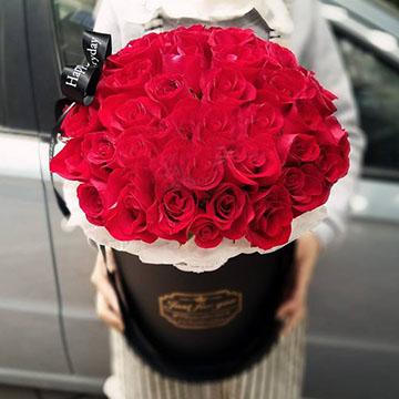 红玫瑰抱抱桶花