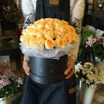 香槟玫瑰抱抱桶花