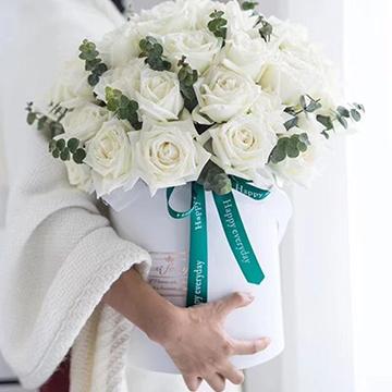 白玫瑰抱抱桶花