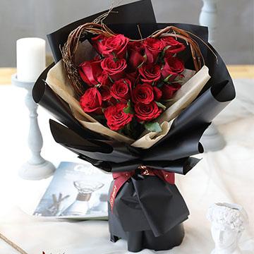 红玫瑰心形花束