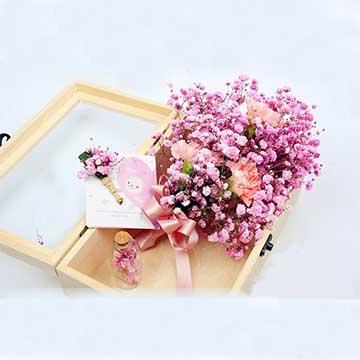 粉色满天星花盒