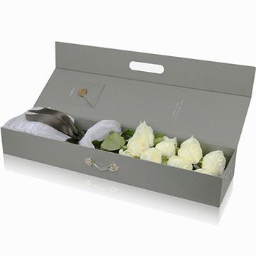 9朵白玫瑰花