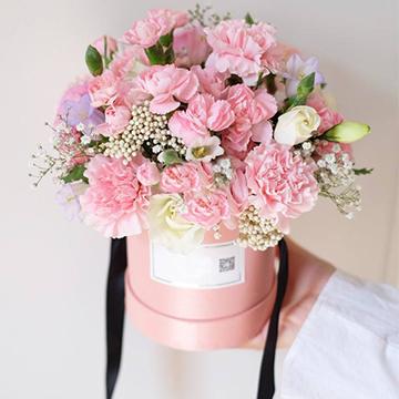 粉色康乃馨抱抱桶