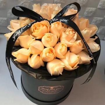 香槟玫瑰抱抱桶