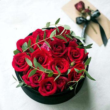 12枝红玫瑰花