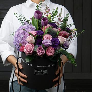 混搭鲜花抱抱桶