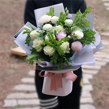 9朵白玫瑰