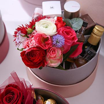 红玫瑰混搭鲜花