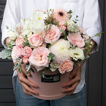 抱抱桶鲜花