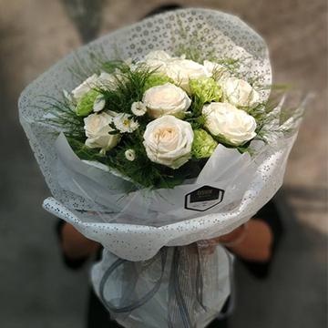 12朵白玫瑰