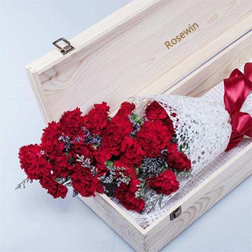 红色康乃馨花盒
