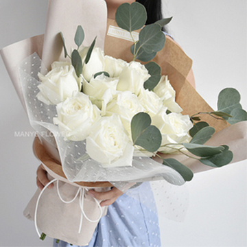 11朵白玫瑰花