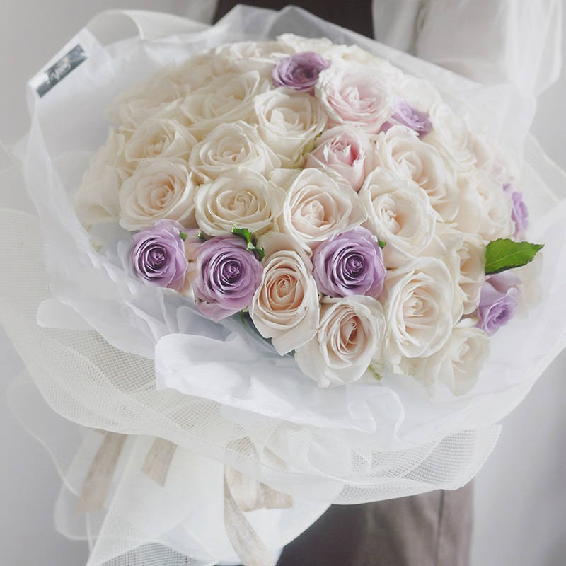 白玫瑰求婚怎么样?2020年,*新的求婚鲜花提案