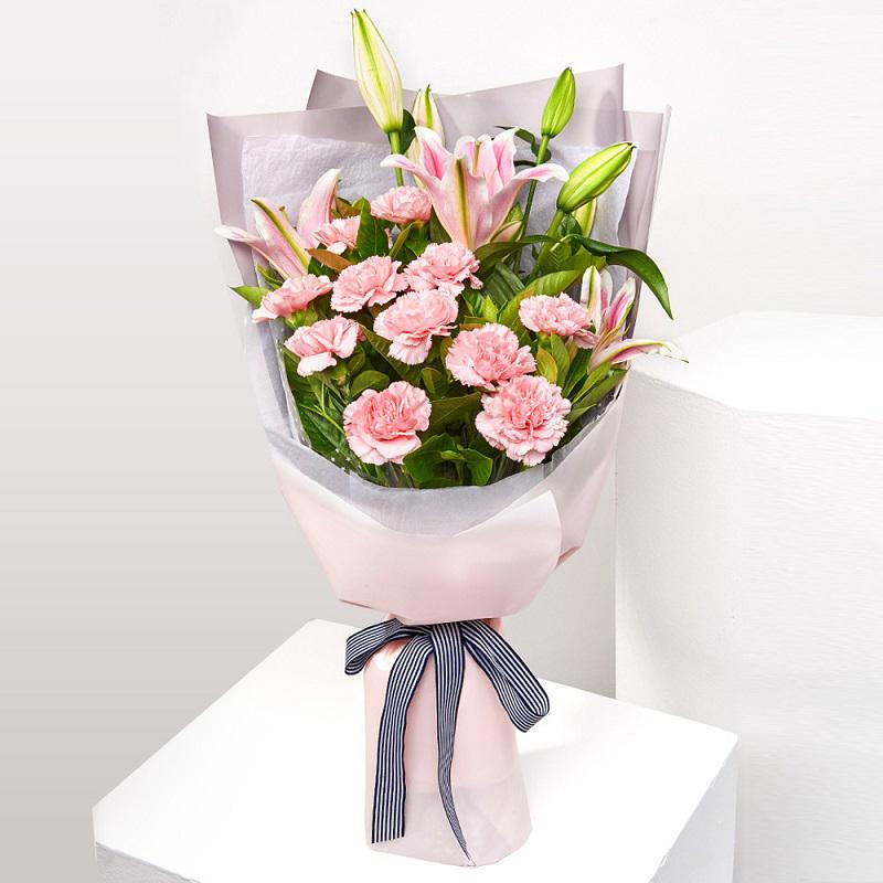 送鲜花要注意什么?如何给老年人、恋人、盆友送鲜花