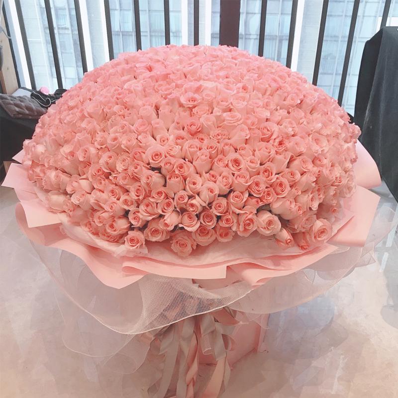 [甜蜜攻略]送女朋友多少朵玫瑰花好?七夕情人节拒绝直男癌,999朵玫瑰送给她