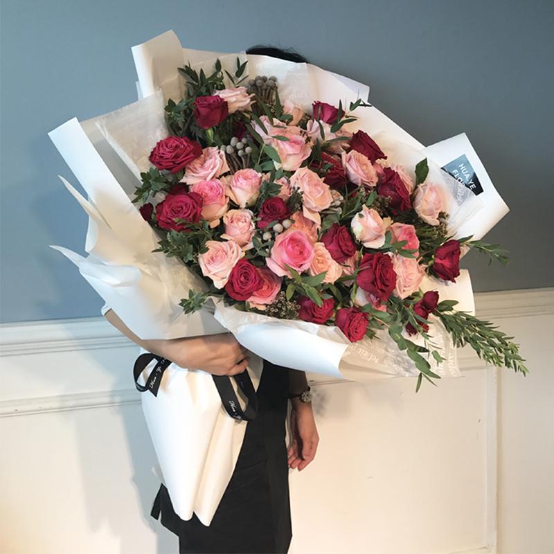 向女孩道歉送什么花?Rosewin教你如何向女朋友道歉,选对鲜花很重要