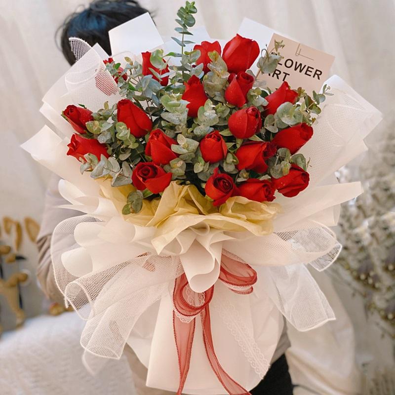 """春日樱茶-19朵红玫瑰花束 """"哄""""女友开心送什么花合适?南京网上订花送花什么订花app比较好"""