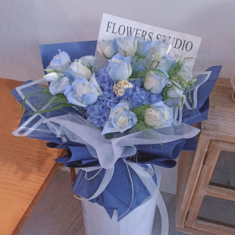 云卷云舒-19朵碎冰蓝玫瑰+绣球混搭