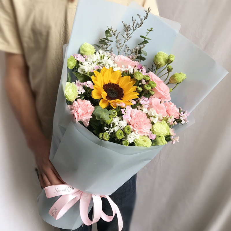 幸福快乐-粉色康乃馨+向日葵混搭 固原鲜花店哪家有订花app的?员工生日送花职场送花指南看这里
