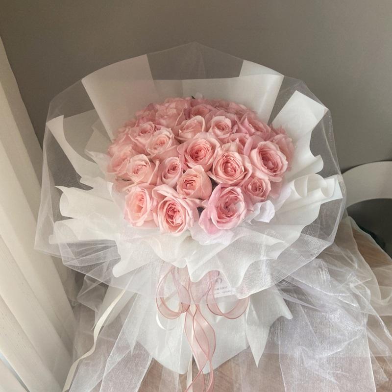 妙龄女郎-33朵粉玫瑰 喜欢一个女孩如何把握送花的机会?张家口鲜花店哪家好