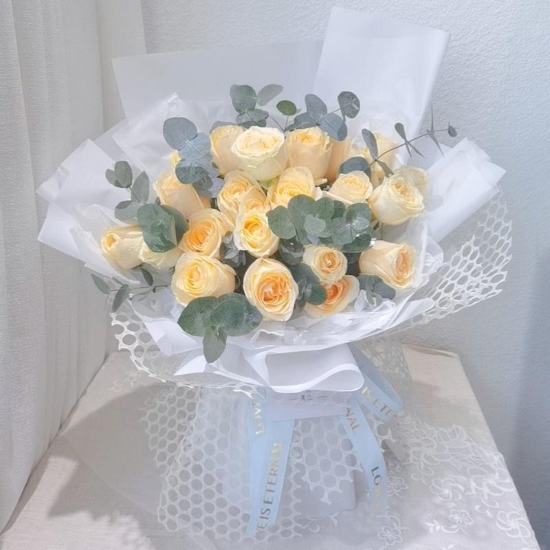 宛如初见-19朵香槟玫瑰 北京朝阳区哪个app订花比较便宜?好友生日送花这样选择就对了
