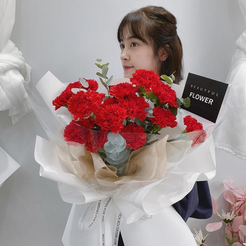 幸福常伴-19朵红色康乃馨 大理鲜花店哪家好?不同关系的人生日鲜花怎么送