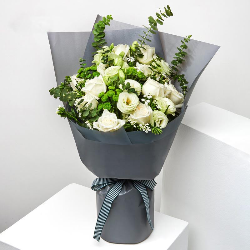 小夜曲-白玫瑰+绿桔梗混搭 同学生日送什么花体现同学情谊?徐州鲜花速递哪家服务好