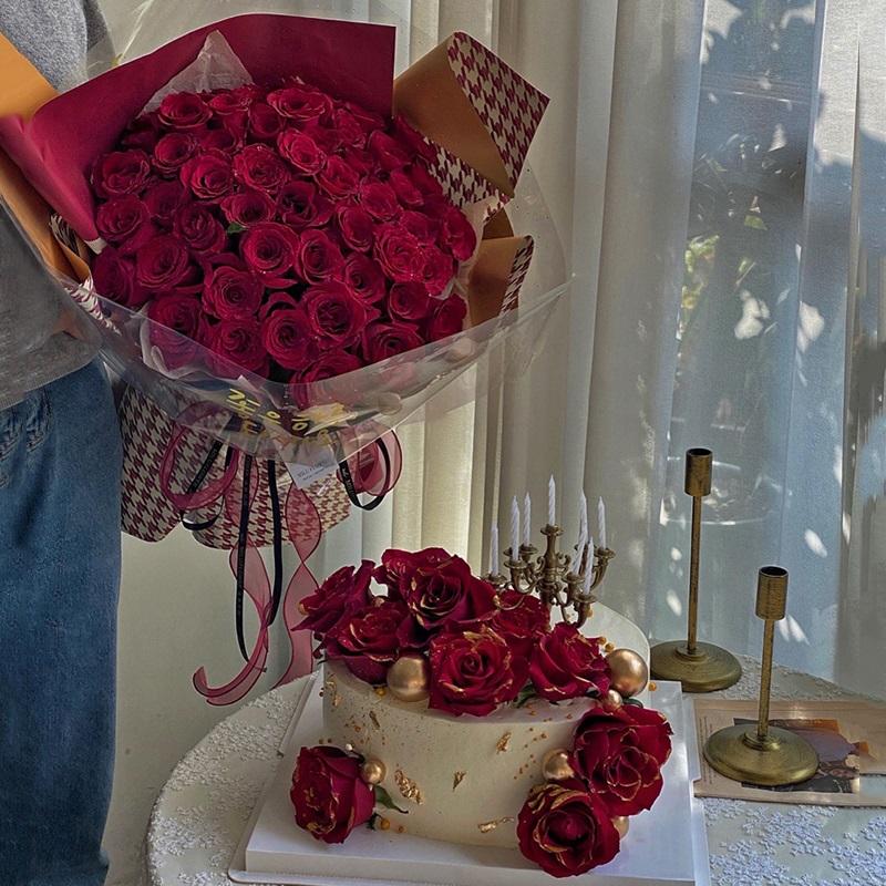 相拥-52朵红玫瑰+8寸蛋糕组合