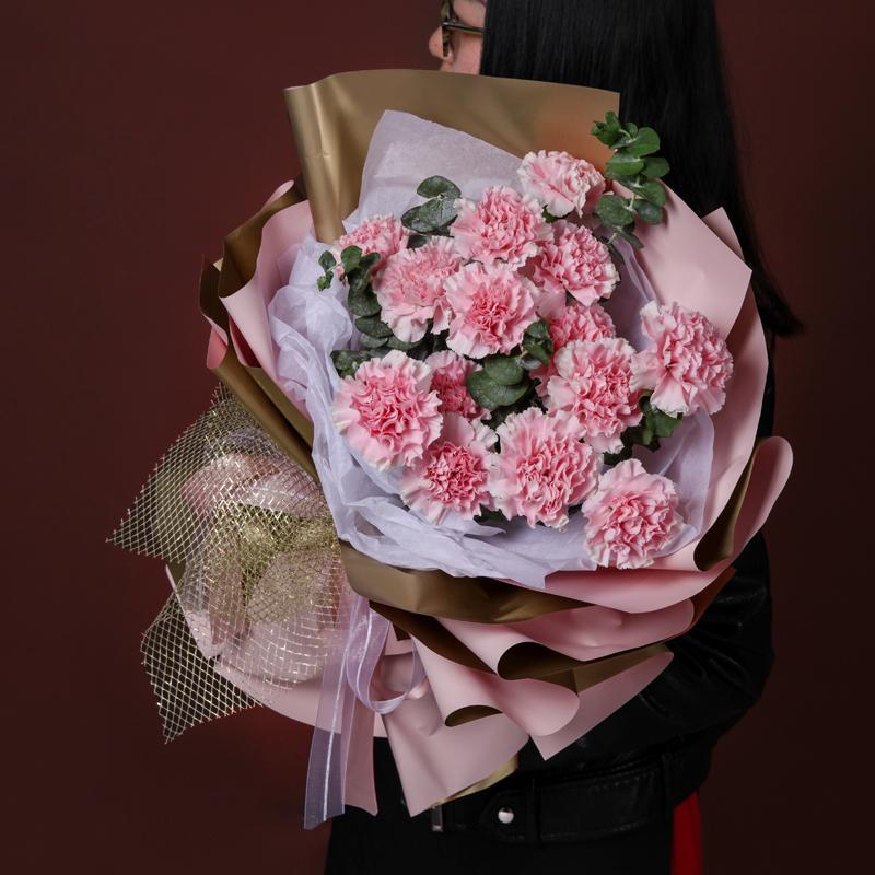 母爱-19支粉色康乃馨 妈妈生日送花如何用祝福语表达爱意?哈尔滨鲜花速递哪家app好