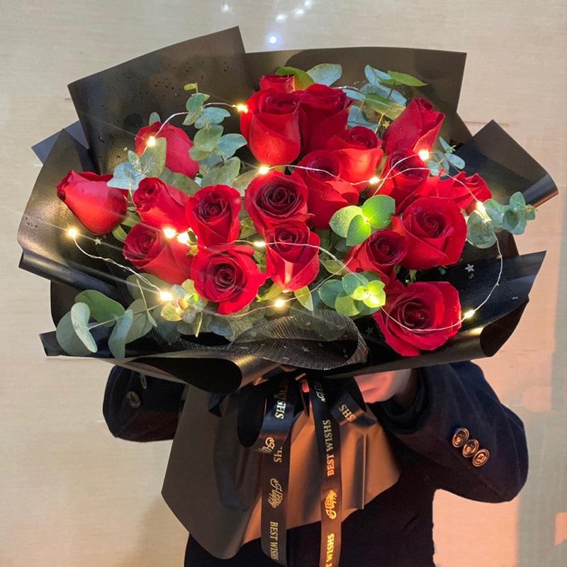 爱情火花-19朵红玫瑰 女生过生日送什么礼物比较好?中山市哪里有鲜花店