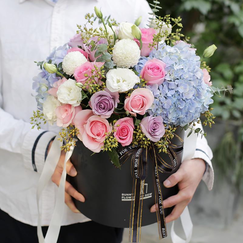 幸福时光-玫瑰+绣球混搭抱抱桶 生日送什么花比较好?安顺网上订花app靠不靠谱