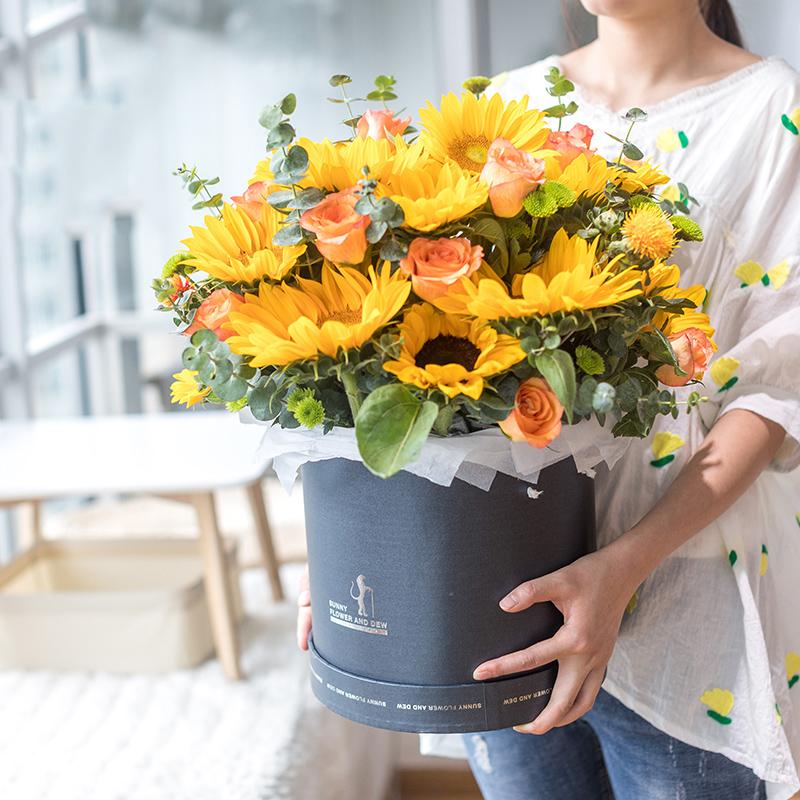 为爱而生-12朵向日葵抱抱桶 大庆鲜花店哪家好?弟弟过生日姐姐送什么花束表示祝福