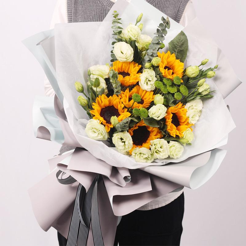 运来围绕-6朵向日葵 什么鲜花适合送给晚辈作生日礼物?吉林节日送花花店app哪家好