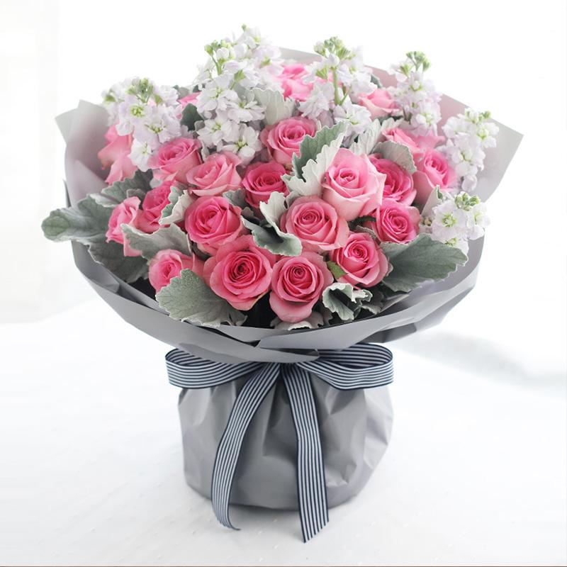 温暖陪伴-33朵粉玫瑰 不同关系的人过生日送花有哪些禁忌?常州网上鲜花平台哪家好