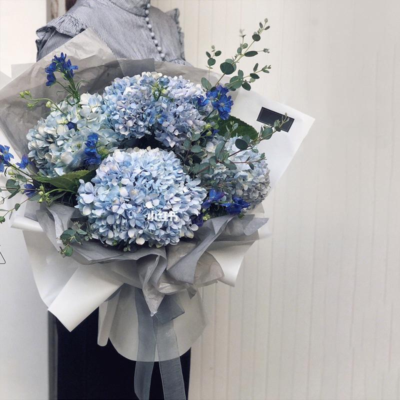 温馨祝福-5支蓝绣球花束 初次见面哪些礼物适合给长辈?东莞订花app哪个好
