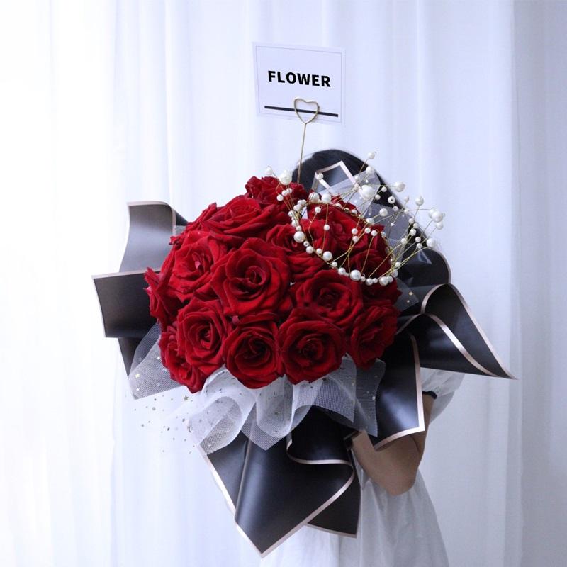 纸短情长-33朵红玫瑰 跟女孩子表白哪些鲜花花束合适?在大连订花哪家app好