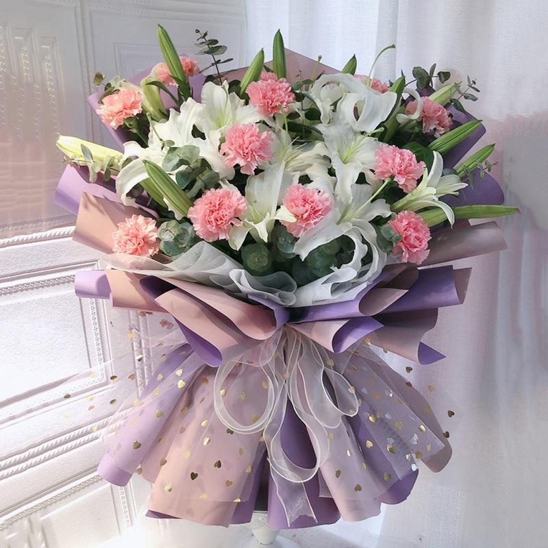 甜蜜美满-11朵粉色康乃馨+6支多头白百合混搭 德宏同城花店哪家质量好?什么花有和气生财的寓意
