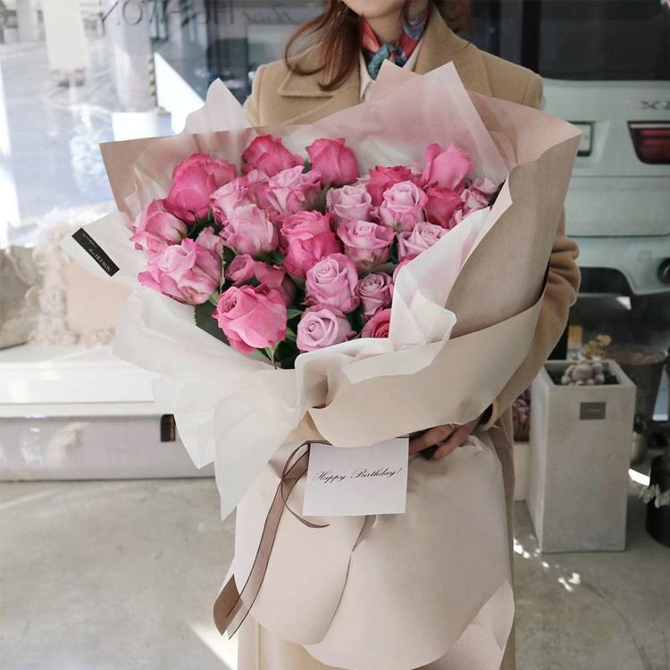 留住好时光-33朵魅影玫瑰 刚刚认识的女孩子赠送什么礼物?哈尔滨网上订花送花app哪家好