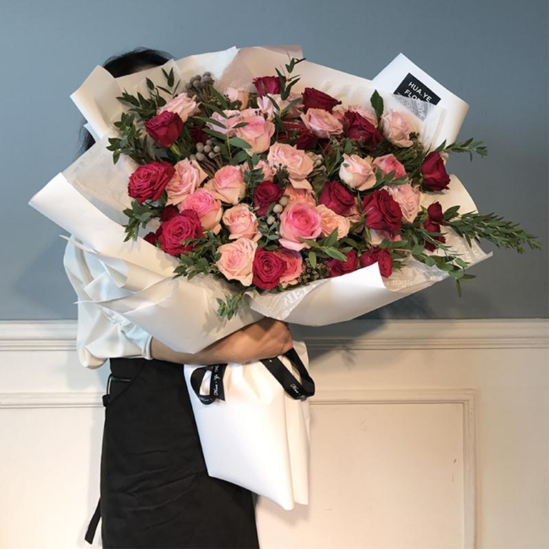 宠爱之名-混色韩式熊抱花束 兄弟的新店开业送什么礼物好?大庆网上鲜花预订去哪个app