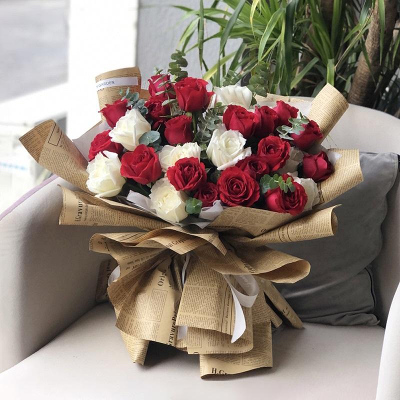 永恒的爱-33朵玫瑰混搭 粉色玫瑰适合送给心爱的ta吗?保山鲜花app哪家好