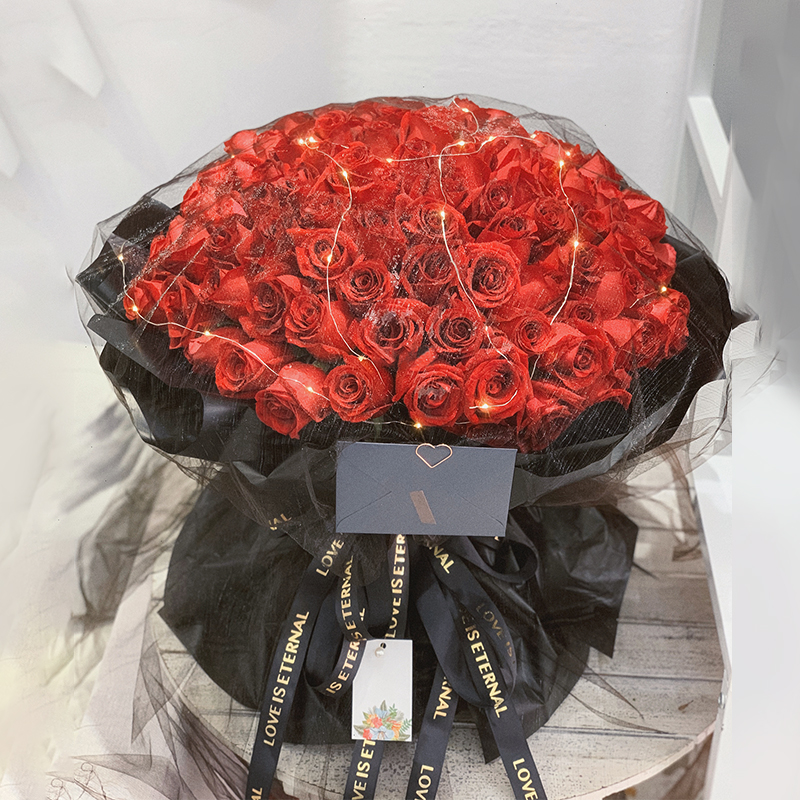 玫瑰小黑裙-99朵红玫瑰 女友本命年送哪些鲜花?宿迁鲜花速递哪家服务好