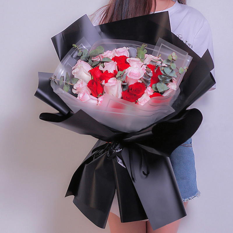 似水年华-33朵混色玫瑰 吉安网上预订鲜花哪个app好?给领导送礼什么好