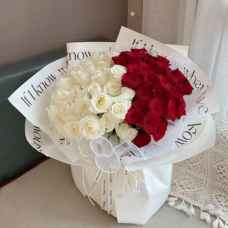 此情可待-52朵混色玫瑰 丽江同城鲜花预订去哪个app好?恋爱初期送哪些鲜花比较适合