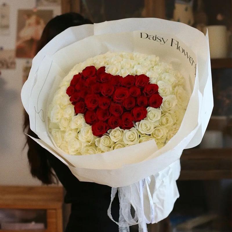 你是我的女主角-99朵混色玫瑰 圣诞节送朋友可以送哪些礼物?太原同城鲜花速递哪家好