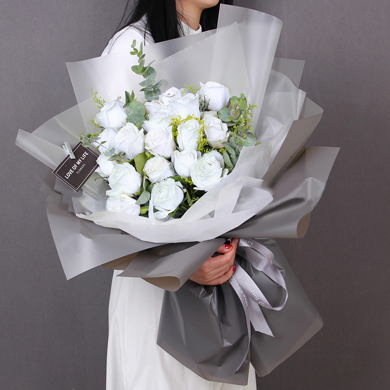 淑女品格-19朵白玫瑰